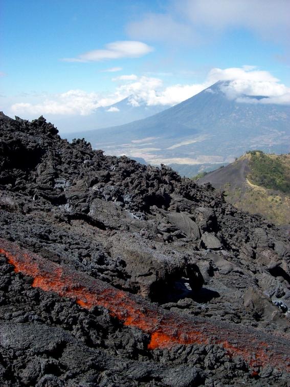 enrique g de la g erupcion del volcan de fuego 5