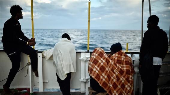 espana recibe migrantes varados en el mediterraneo 1