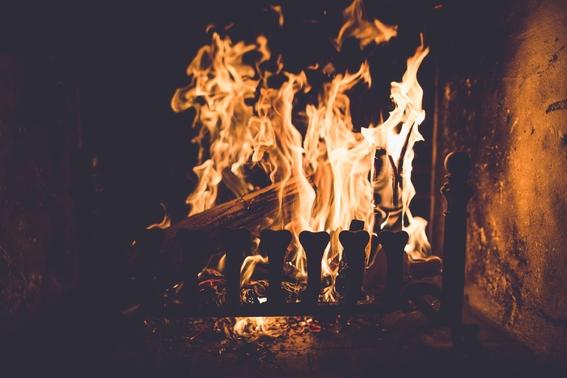 poema un fuego que ardia bajo la noche 1