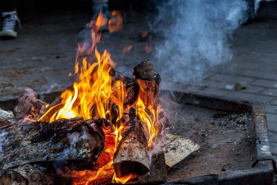 poema un fuego que ardia bajo la noche 2