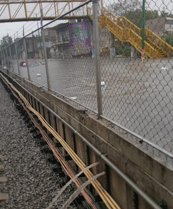 suspenden por fuertes lluvias servicio en cinco estaciones del metro 1