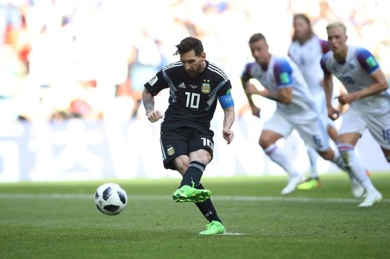 argentina empata a uno con islandia messi falla penal 3
