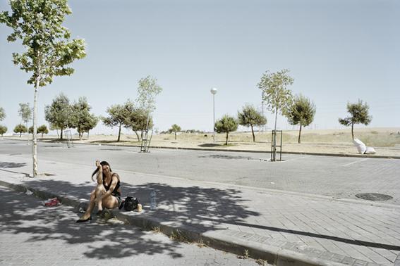 fotografias de txema salvans sobre como se venden las trabajadoras sexuales en las carreteras 8