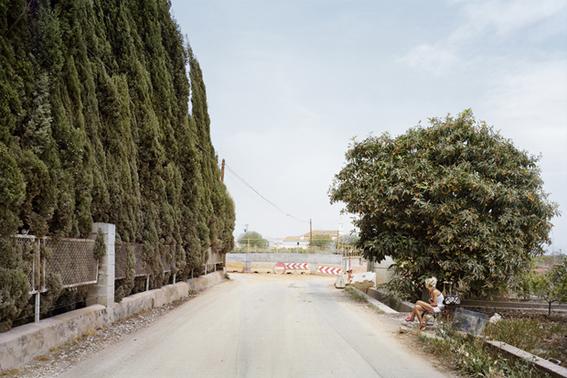 fotografias de txema salvans sobre como se venden las trabajadoras sexuales en las carreteras 12