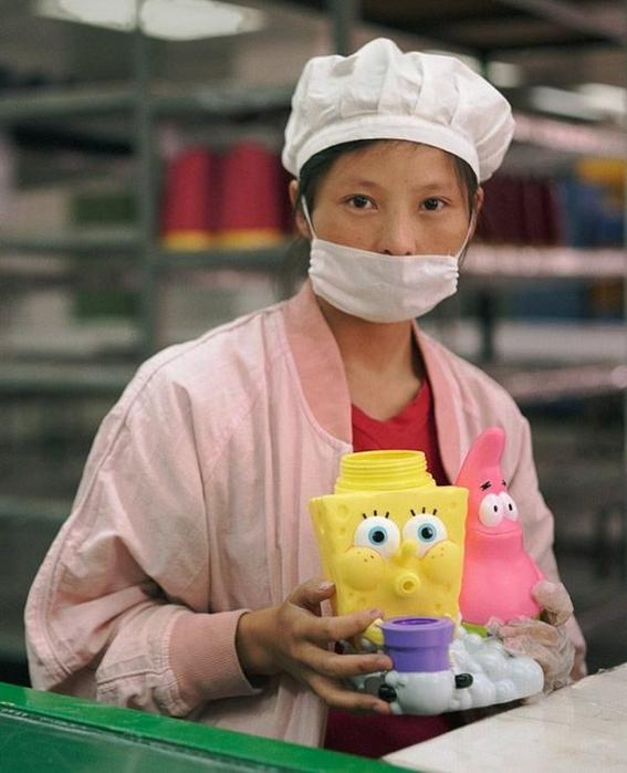 fotografias michael wolf que demuestran la esclavitud china en las fabricas de juguetes 5