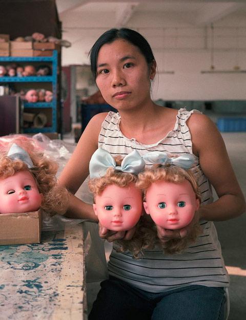 fotografias michael wolf que demuestran la esclavitud china en las fabricas de juguetes 6