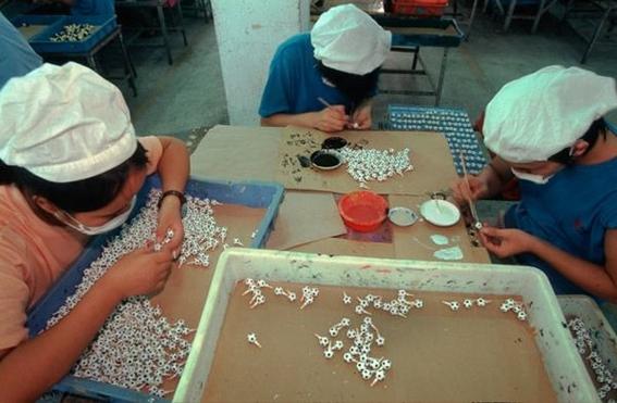 fotografias michael wolf que demuestran la esclavitud china en las fabricas de juguetes 7