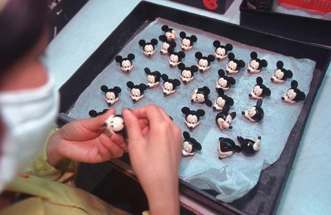 fotografias michael wolf que demuestran la esclavitud china en las fabricas de juguetes 12