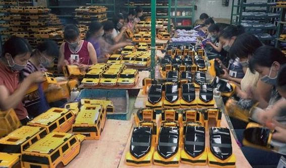 fotografias michael wolf que demuestran la esclavitud china en las fabricas de juguetes 16