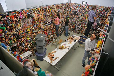 fotografias michael wolf que demuestran la esclavitud china en las fabricas de juguetes 18