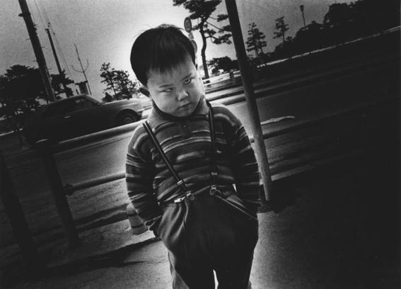 fotografos que muestran la cotidianidad mas extrana e hipnotica de japon 8