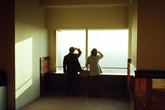 fotografos que muestran la cotidianidad mas extrana e hipnotica de japon 17