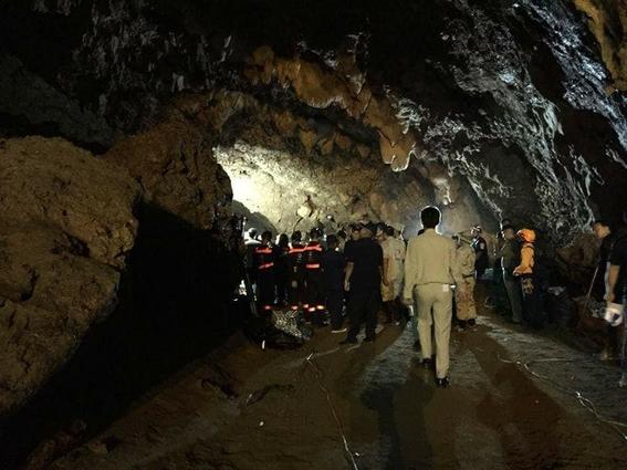 equipo de futbol de ninos atrapados en una cueva en tailandia 1