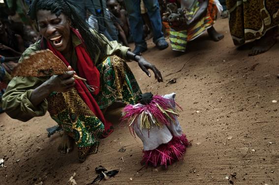 fotografias para ver de cerca un verdadero ritual vudu en africa 14