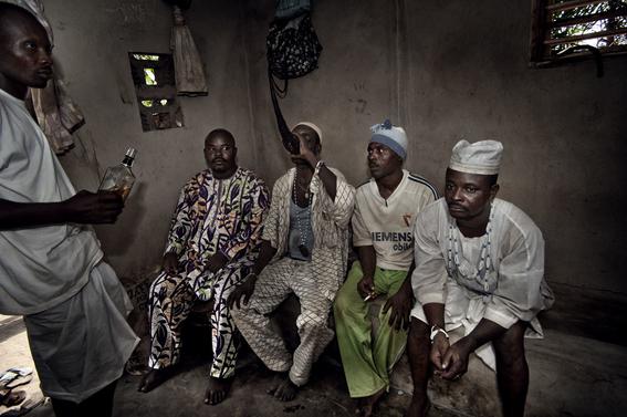 fotografias para ver de cerca un verdadero ritual vudu en africa 16