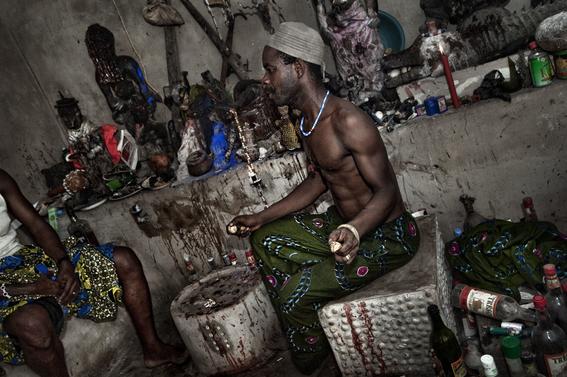 fotografias para ver de cerca un verdadero ritual vudu en africa 22