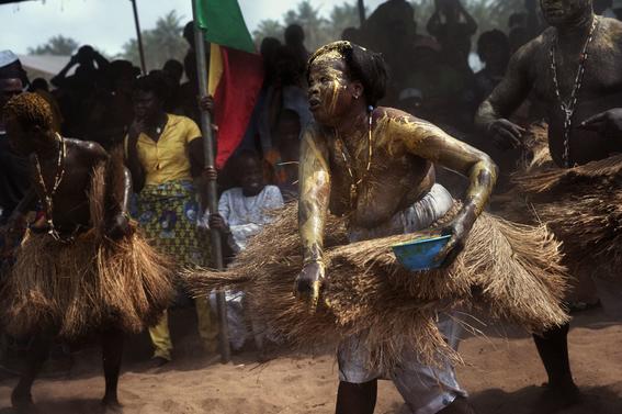 fotografias para ver de cerca un verdadero ritual vudu en africa 27