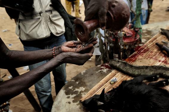 fotografias para ver de cerca un verdadero ritual vudu en africa 28