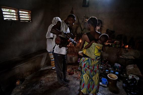 fotografias para ver de cerca un verdadero ritual vudu en africa 32