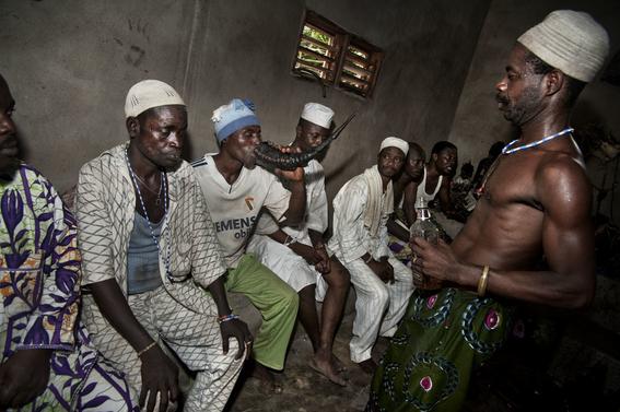 fotografias para ver de cerca un verdadero ritual vudu en africa 33