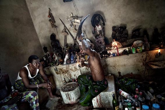 fotografias para ver de cerca un verdadero ritual vudu en africa 36