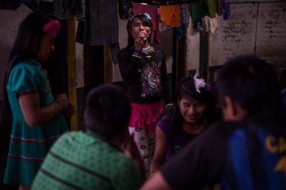 fotografias de lena mucha sobre la vida de las indigenas trans en colombia 11