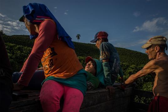 fotografias de lena mucha sobre la vida de las indigenas trans en colombia 1