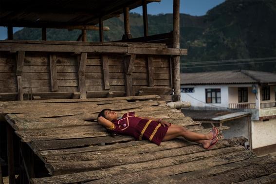 fotografias de lena mucha sobre la vida de las indigenas trans en colombia 6
