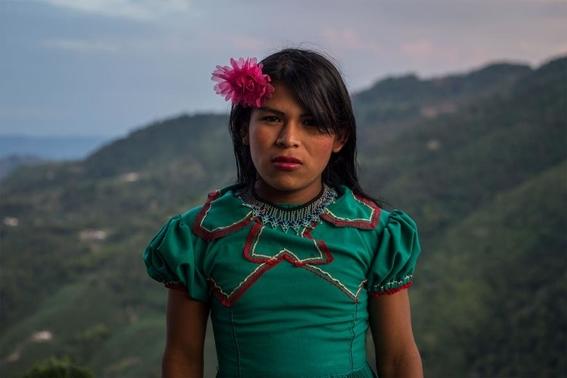 fotografias de lena mucha sobre la vida de las indigenas trans en colombia 7