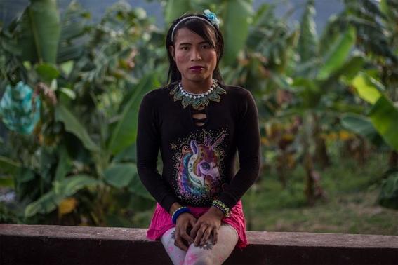 fotografias de lena mucha sobre la vida de las indigenas trans en colombia 8