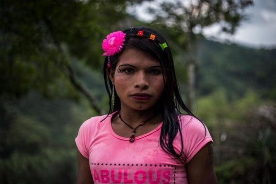 fotografias de lena mucha sobre la vida de las indigenas trans en colombia 10