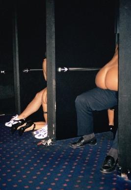 fotografias de juliana beasley sobre como sobrevivir en un club de striptease 13