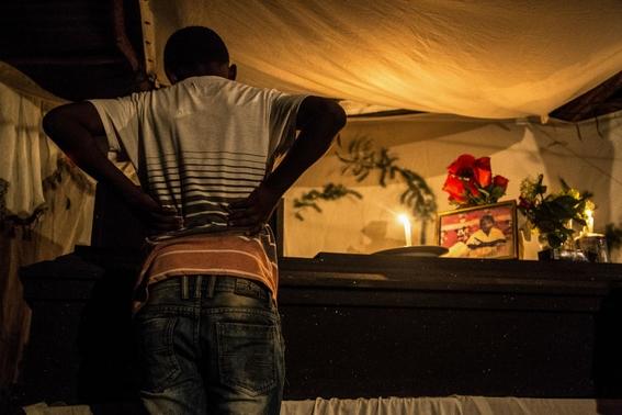 fotografias de tomas ayuso sobre como un nino puede llegar a convertirse en criminal en las calles de honduras 4