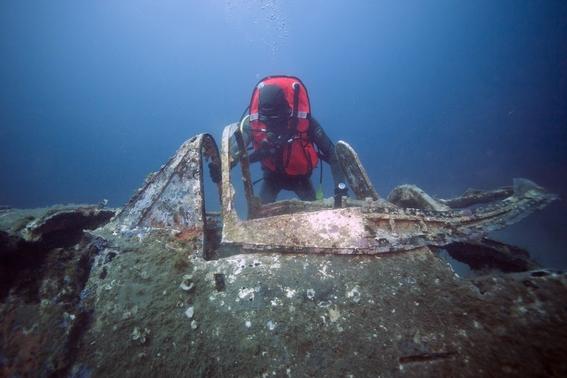 buzos buscan avion caido de la segunda guerra mundial en el mediterraneo 2