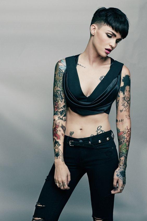 looks que puedes intentar para lucir tu tatuaje en la clavicula 2