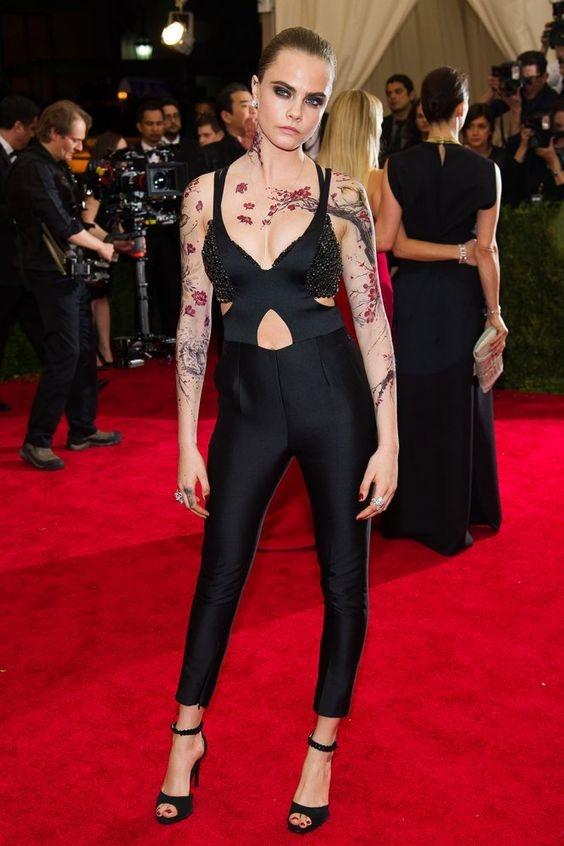 looks que puedes intentar para lucir tu tatuaje en la clavicula 10