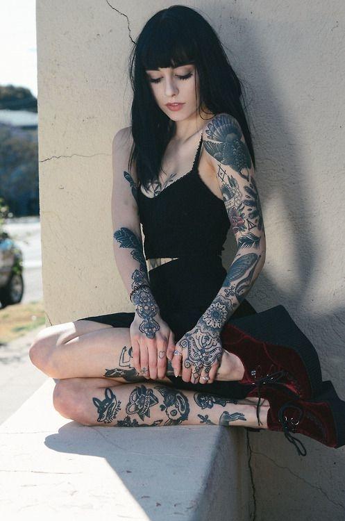 looks que puedes intentar para lucir tu tatuaje en la clavicula 15