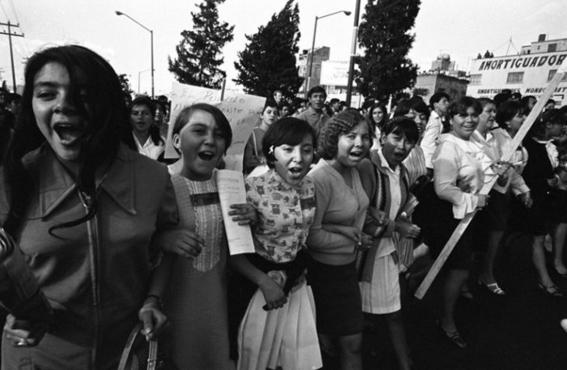 fotografos mexicanos que retrataron la cotidianidad y los conflictos sociales en mexico 6