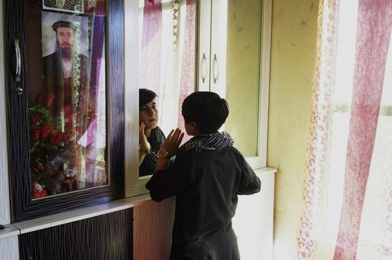 fotografias de loulou daki sobre las ninas travestidas en afganistan 21