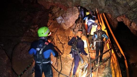 fotografias del rescate de los ninos en tailandia 11