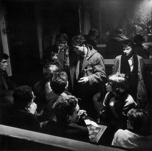 fotografias de ed van der elsken sobre como se vive la noche en paris 1
