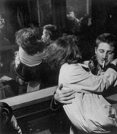 fotografias de ed van der elsken sobre como se vive la noche en paris 2