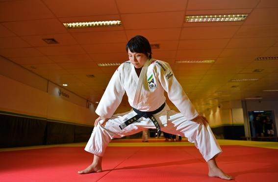 yuko fuji es la primera entrenadora de judo del equipo masculino de judo en brasil 1