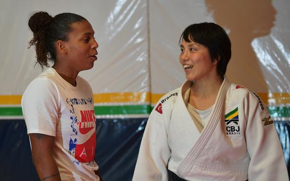 yuko fuji es la primera entrenadora de judo del equipo masculino de judo en brasil 4