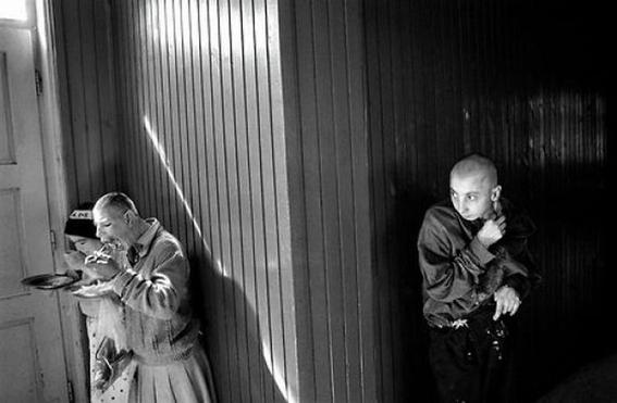fotografias de george georgiou que retratan la crueldad vivida en un manicomio infantil 13