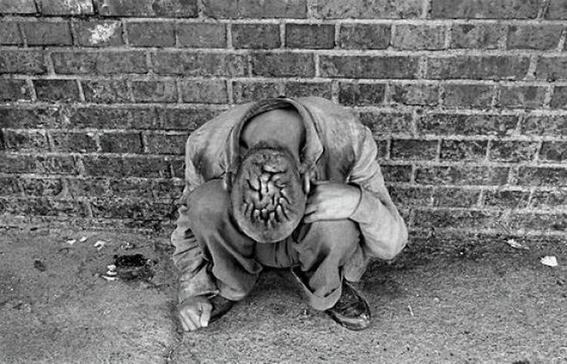 fotografias de george georgiou que retratan la crueldad vivida en un manicomio infantil 16