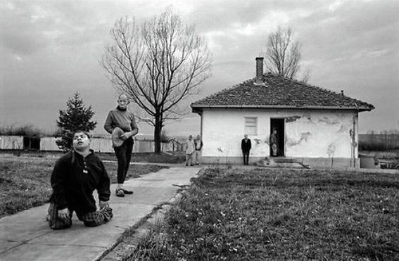 fotografias de george georgiou que retratan la crueldad vivida en un manicomio infantil 20