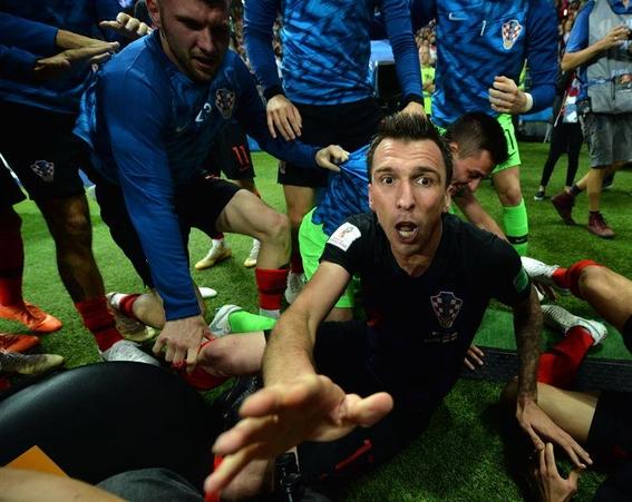 el fotografo aplastado en el mundial durante el festejo de croacia 5