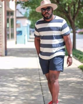 consejos de moda para los hombres que quieren disimular sus senos 3