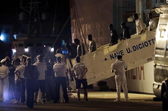 presidente italiamo desbloquea desembarco de inmigrantes 2